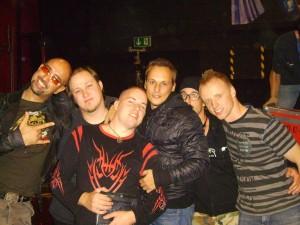 Gruppenbild mit Eisbrecher und Schwarze-News.de (von links; Alexx, Bieberpelz, Unheilig, Noel Pixx, René, Clawwulf)