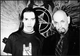 Marilyn Manson und Anton LaVey (Quelle: http://1.bp.blogspot.com/_UF9hxkSSg3Y/RbjsCkbMCGI/AAAAAAAAABg/UORZrhi7UmU/s320/r_satan17.jpg)