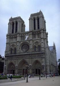 Notre Dame - Ein berühmtes gotisches Bauwerk (Quelle:http://cdn-3.historyforkids.org/learn/medieval/architecture/pictures/notredamefacade.jpg)