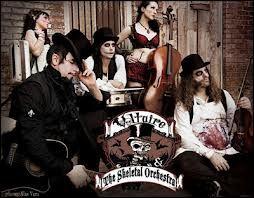 "Voltaire und das ""Skeletal Orchestra"" (Quelle: http://www.djnrike.com/?lang=en&selected=551)"