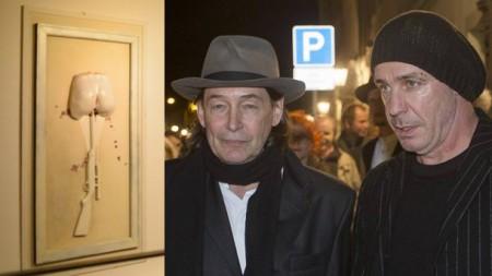 till-lindemann-und-galerist-holger-john-bei-der-vernissage-zur-ausstellung-in-stillen-naechten-